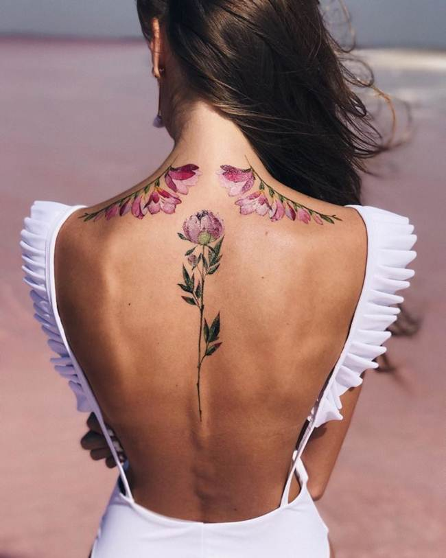 Female-tattoo-on-the-back-011