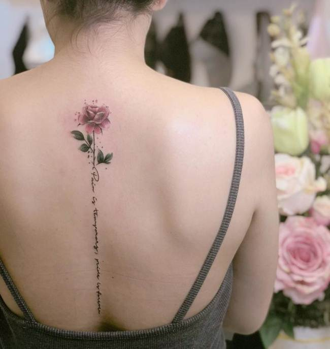 Female-tattoo-on-the-back-012