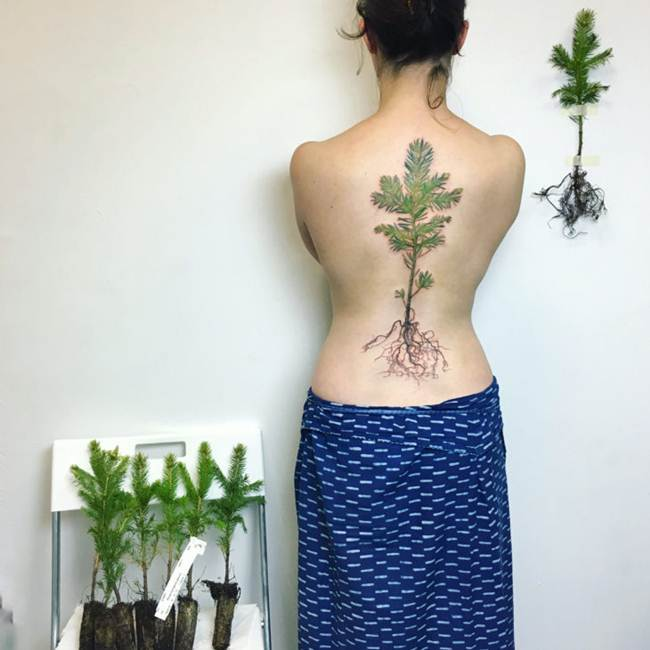 Female-tattoo-on-the-back-014