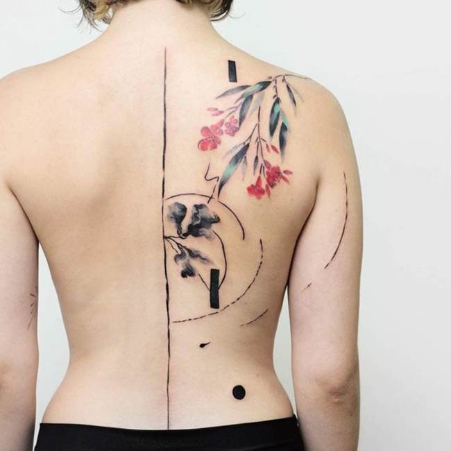 Female-tattoo-on-the-back-017