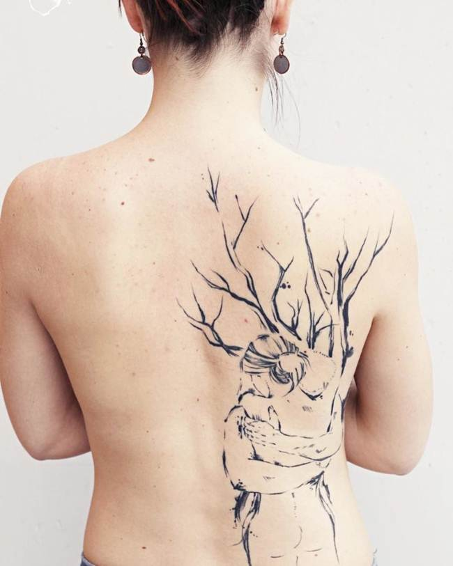 Female-tattoo-on-the-back-019