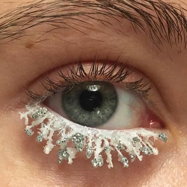 Curly-eyelashes-A-new-trend-in-makeup-by-Sophie-Petersen_006