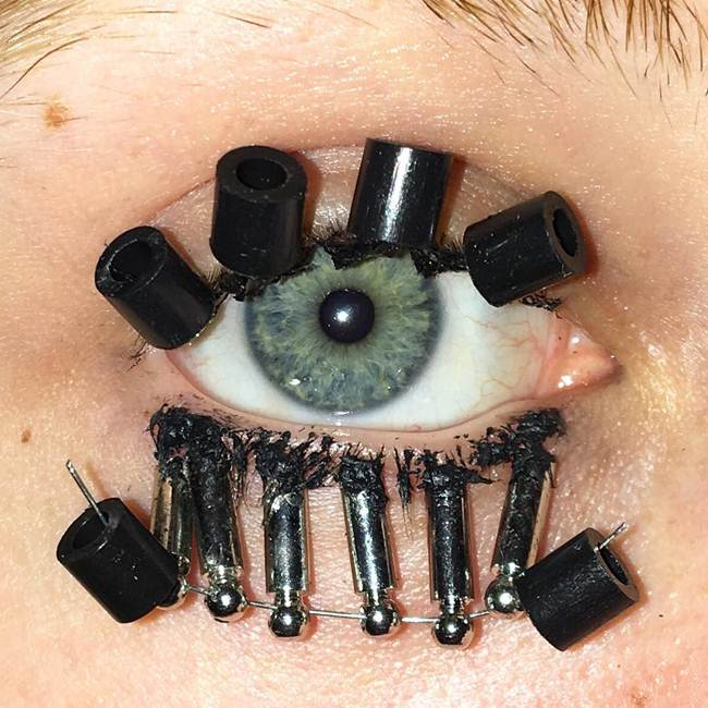 Curly-eyelashes-A-new-trend-in-makeup-by-Sophie-Petersen_010