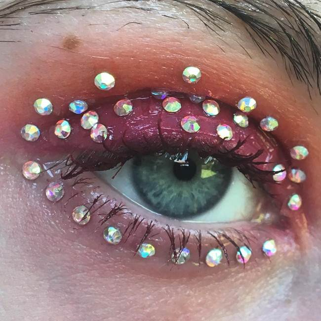 Curly-eyelashes-A-new-trend-in-makeup-by-Sophie-Petersen_016