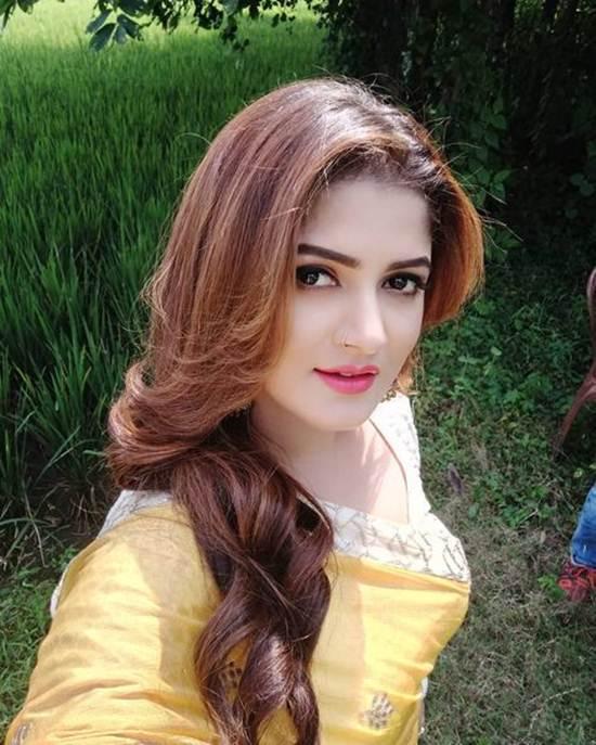 Indian-Desi-girls-Selfie-006