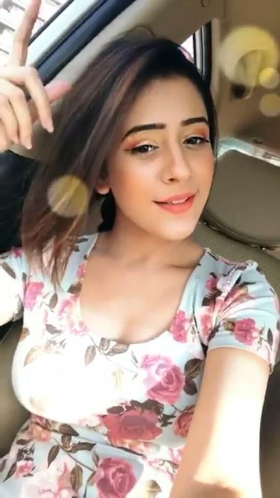 Indian-Desi-girls-Selfie-009