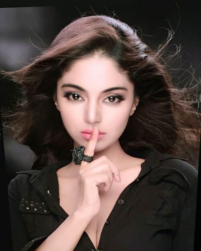 Sanam_Shetty-_South_India_Hot_Actress-004