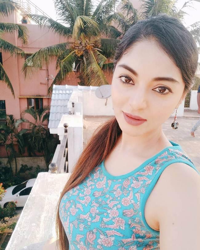 Sanam_Shetty-_South_India_Hot_Actress-005