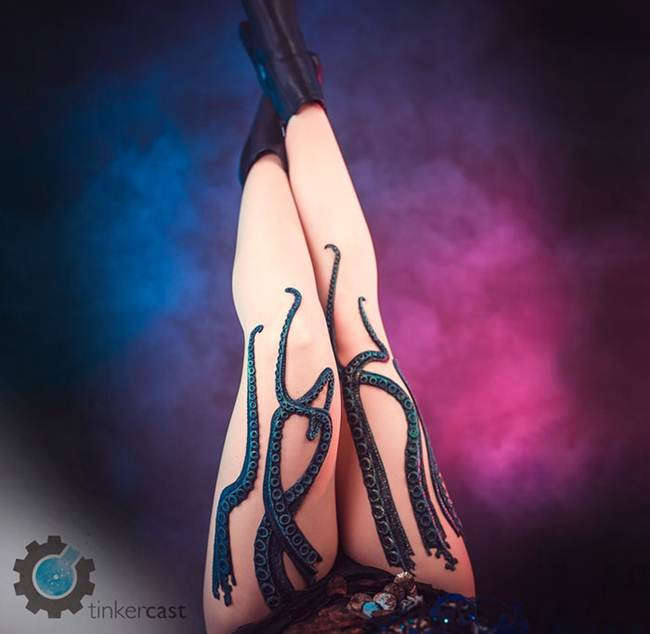 Unique-Tentacle-Leggings-by-Daniel-Struzyna-003