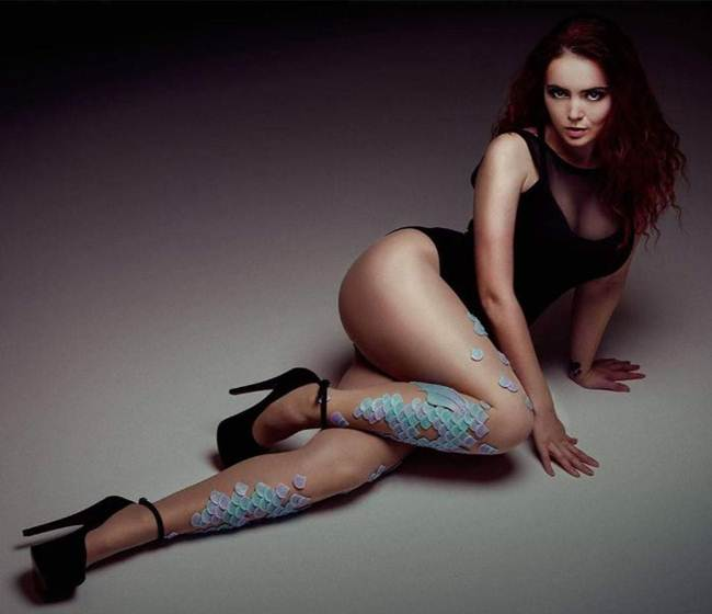 Unique-Tentacle-Leggings-by-Daniel-Struzyna-013