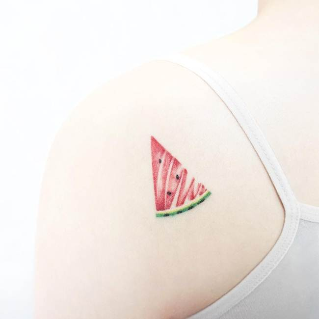 Special-One-line-tiny-tattoo-008