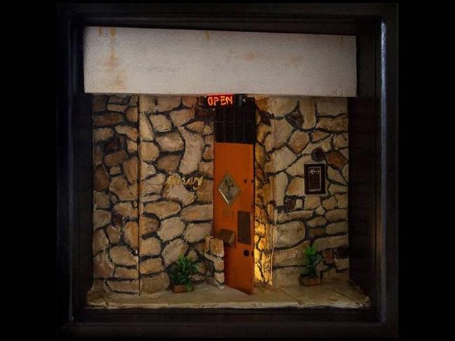 Amazing_miniature_bar_by_Michael_Long_004